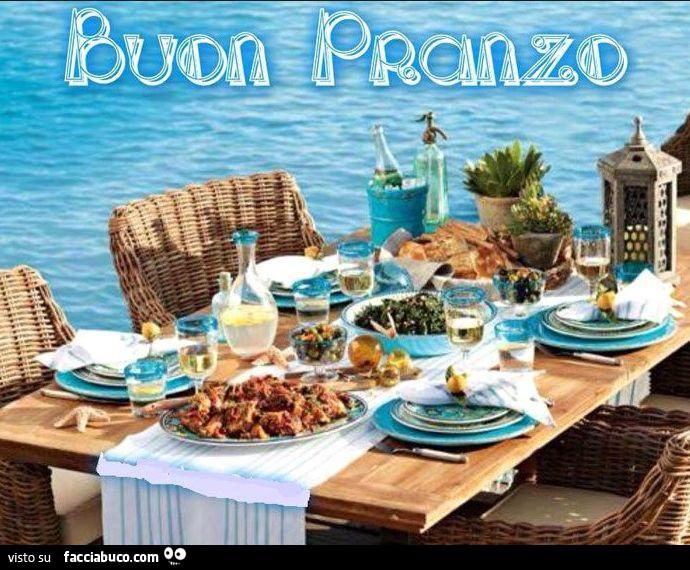 Tavola apparecchiata sul mare buon pranzo - Tavola da pranzo ...