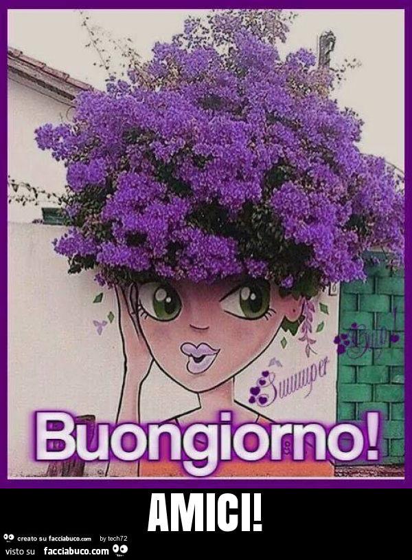 L'albero fiorito le fa i capelli. Buongiorno amici - Facciabuco.com